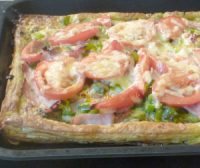 Bacon, sweet pepper and leek tart