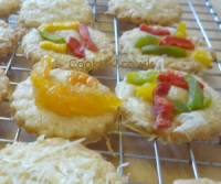 Cooked crispy cheese biscuits